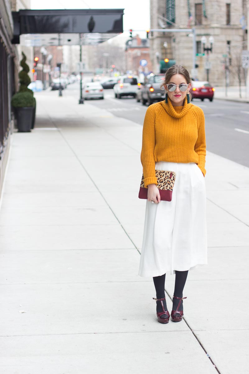 How to wear white culottes in the winter